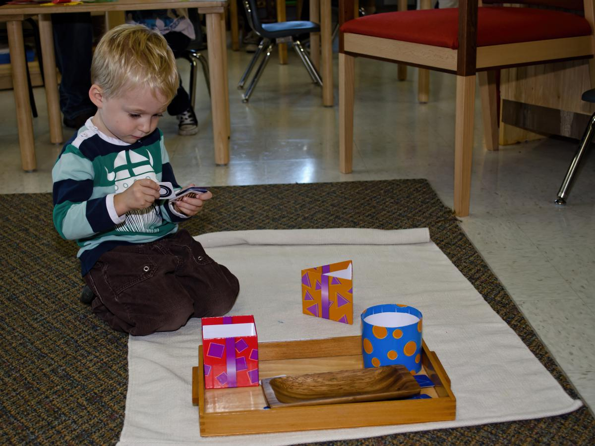 montessori sensitive periods in the prepared environment An introduction to montessori 101  sensitive periods,  to take advantage of these sensitive periods it is necessary to create a properly prepared environment to.